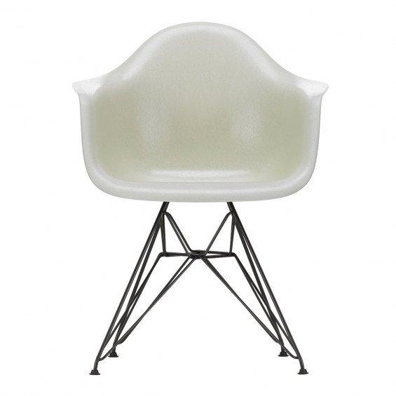 Vitra Eames Fiberglass Chair DAR Zwart