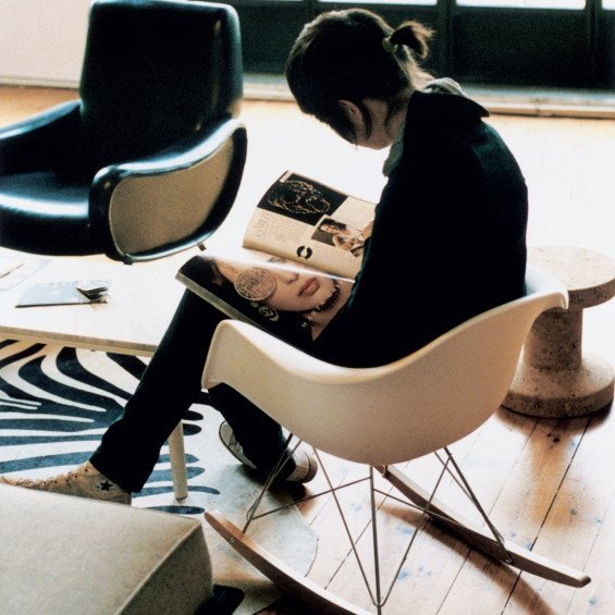 Vitra Rar Schommelstoel.Vitra Eames Plastic Chair Rar Schommelstoel Misterdesign
